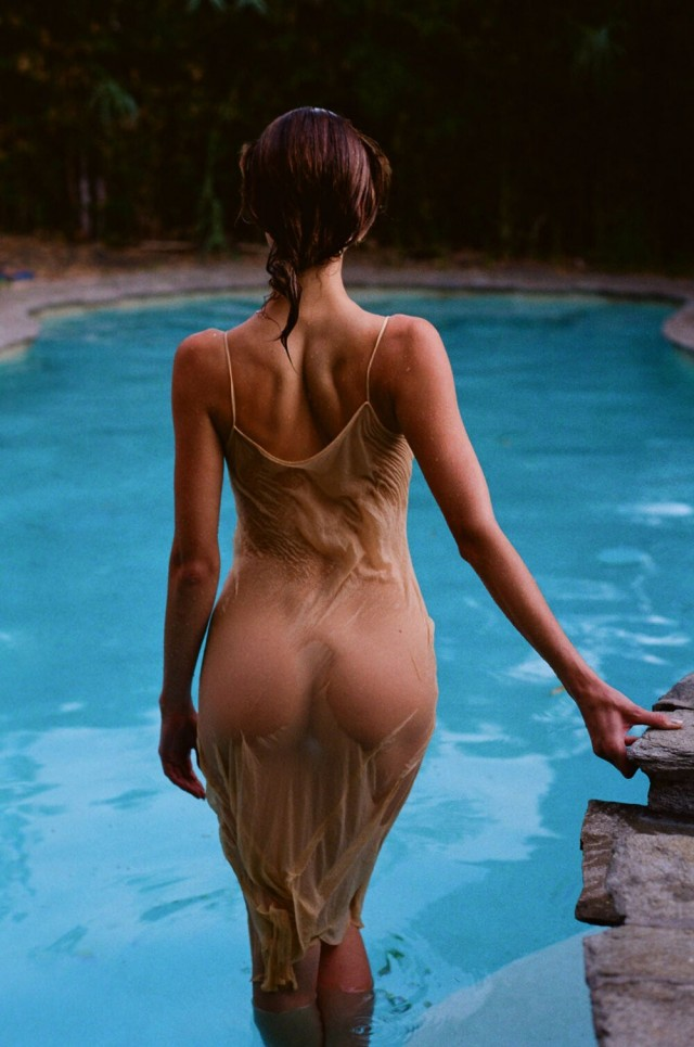 Лара у бассейна. Фотограф Дэнни Скотт Лейн