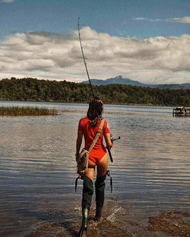 «Ушла на рыбалку». Модель Андреа Диакону. Фотограф Лахлан Бейли