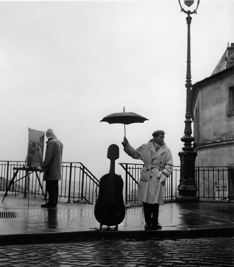 Виолончель под дождём, Париж, 1957. Фотограф Робер Дуано