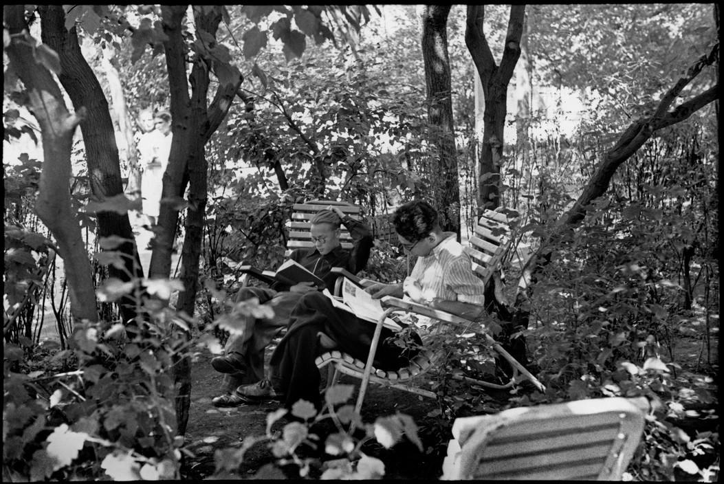 В парке Горького, Москва, 1954. Фотограф Анри Картье-Брессон