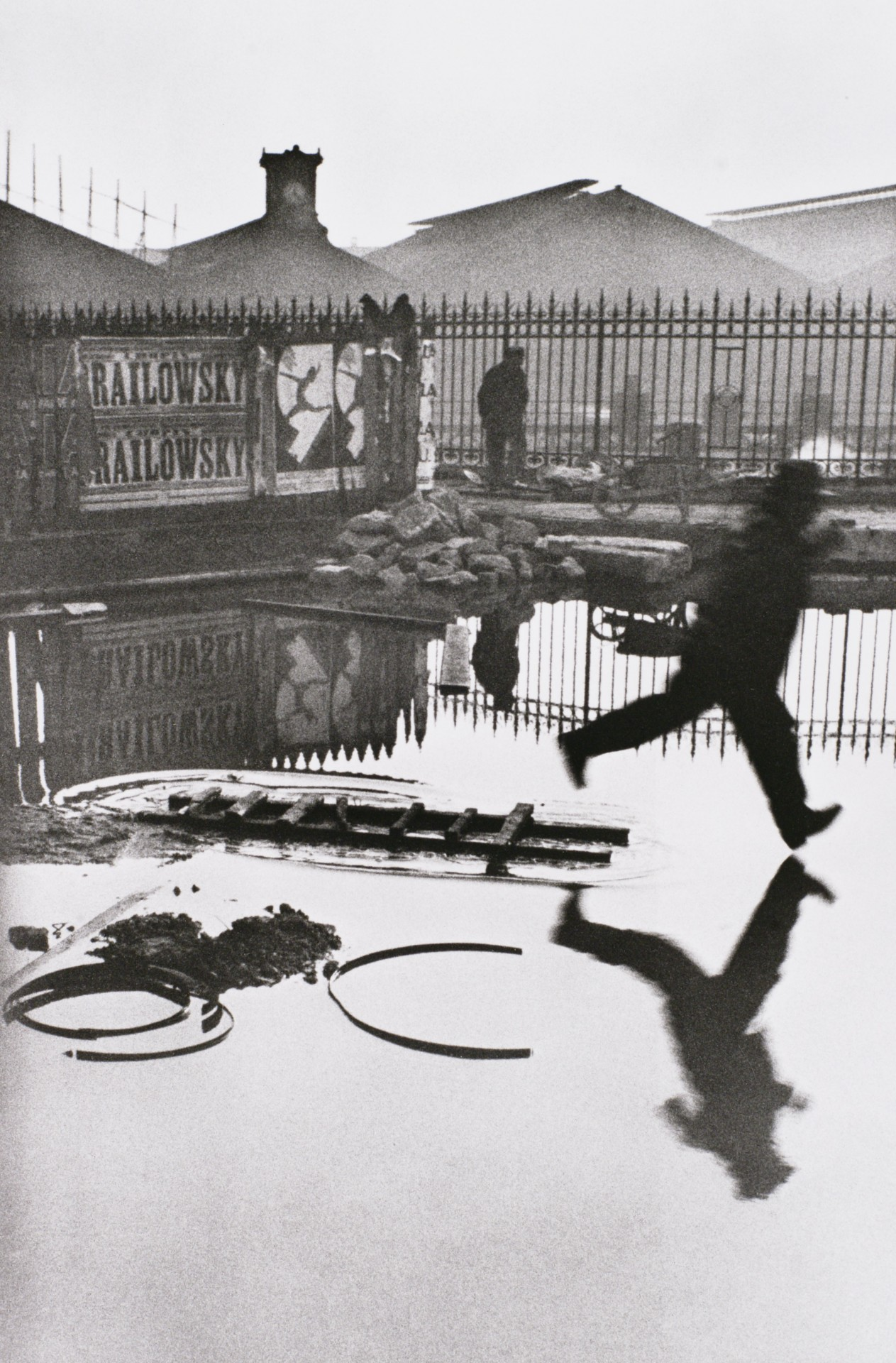 За вокзалом Сен-Лазар, Париж, 1932. Фотограф Анри Картье-Брессон