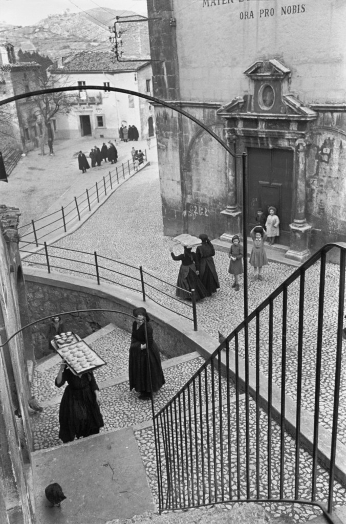 Деревня в Абруцци, Италия, 1951. Фотограф Анри Картье-Брессон