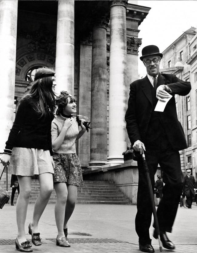 «Время не подскажете». Лондонская фондовая биржа, 1960. Фотограф Франк Хабихт