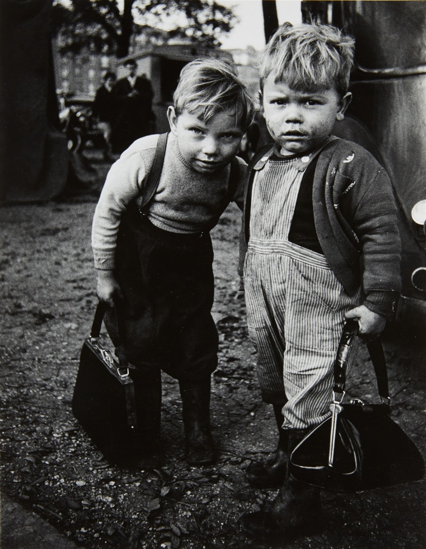 Мальчики, Монтрёй, Париж, 1962. Фотограф Кристер Стрёмхольм