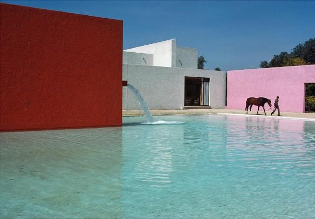 Конюшни Сан-Кристобаль архитектора Луиса Баррагана, Мексика, 1976. Фотограф Рене Бурри
