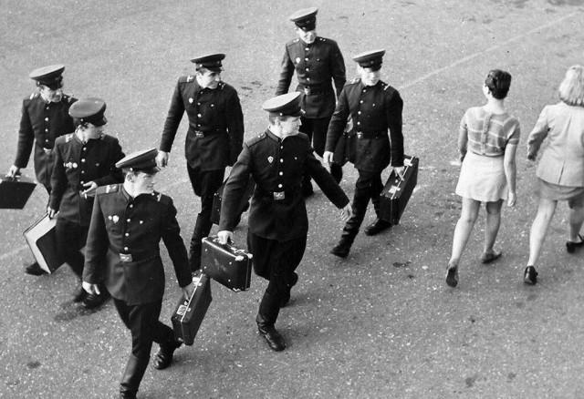 В Литву пришла мода на мини-юбки,  1968. Фотограф Марюс Баранаускас