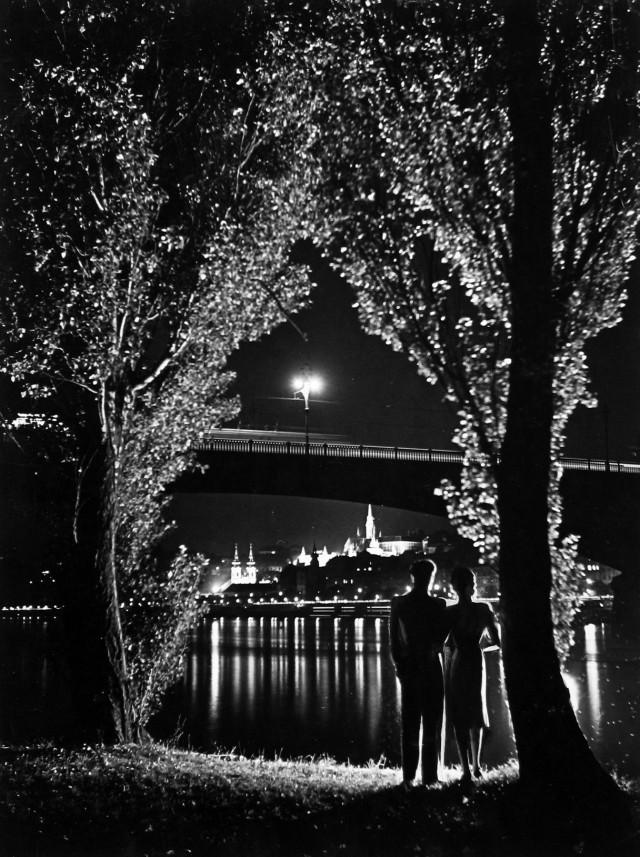Летняя ночь, конец 1930-х. Фотограф Йено Дуловиц (Jenö Dulovits)