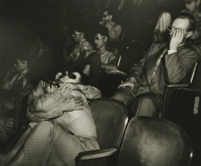Влюблённые в театре «Палас», ок. 1945. Фотограф Виджи (Артур Феллиг)
