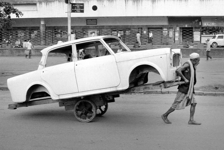 «Передний привод». Экологический концепт-кар на улице Мумбаи, Индия. Фотограф Кристоф Буасвье (Christophe Boisvieux)