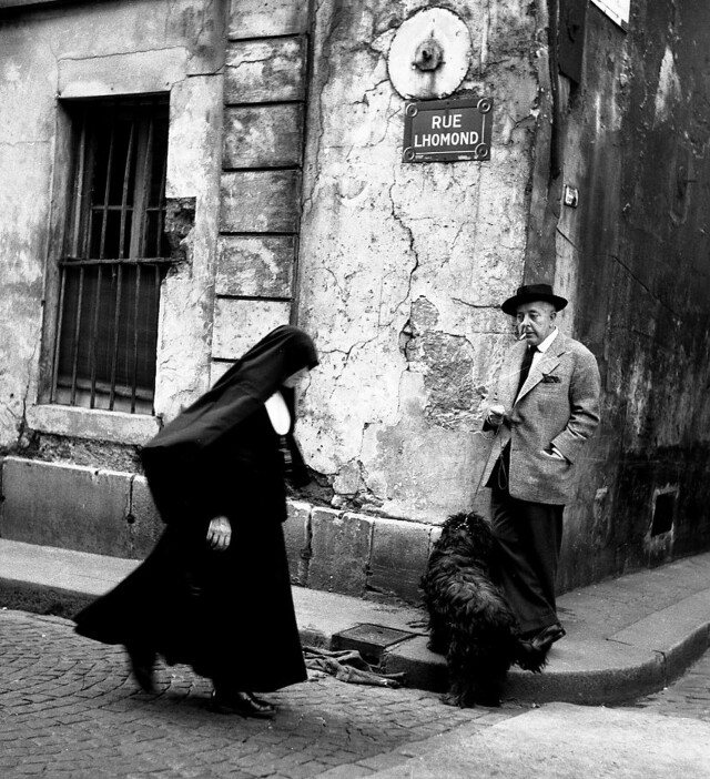 Жак Превер на улице Парижа, 1955. Фотограф Робер Дуано