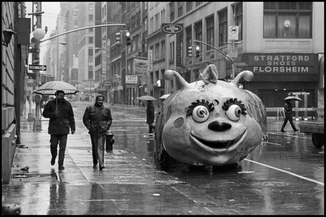 Парад в честь Дня благодарения, Нью-Йорк, 1986. Фотограф Филип Джонс Гриффитс