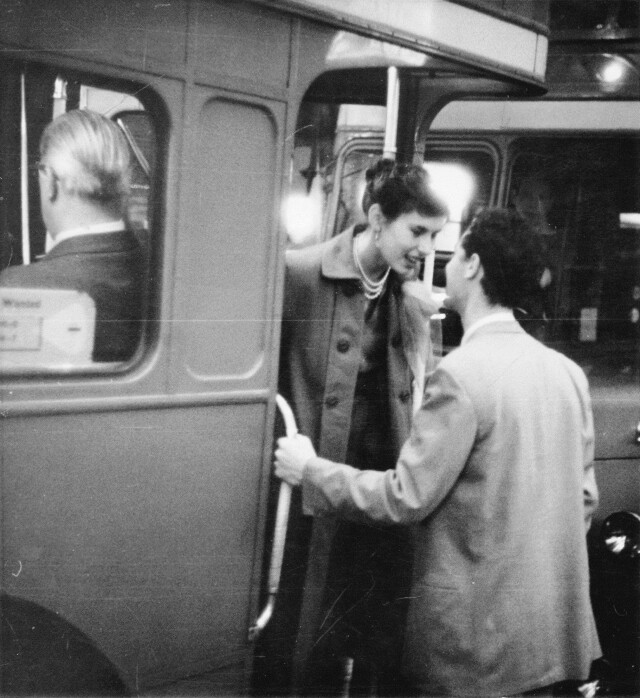 На Пикадилли, 1953. Фотограф Берт Харди