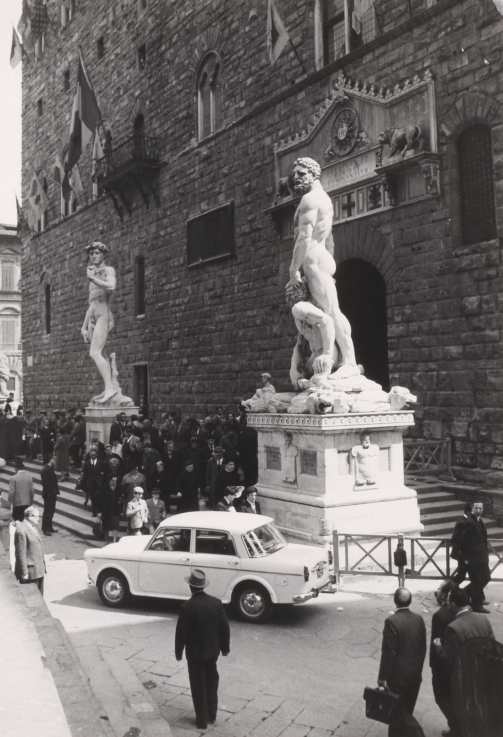 Статуи и люди, Италия. Фотограф Зденек Тейхман