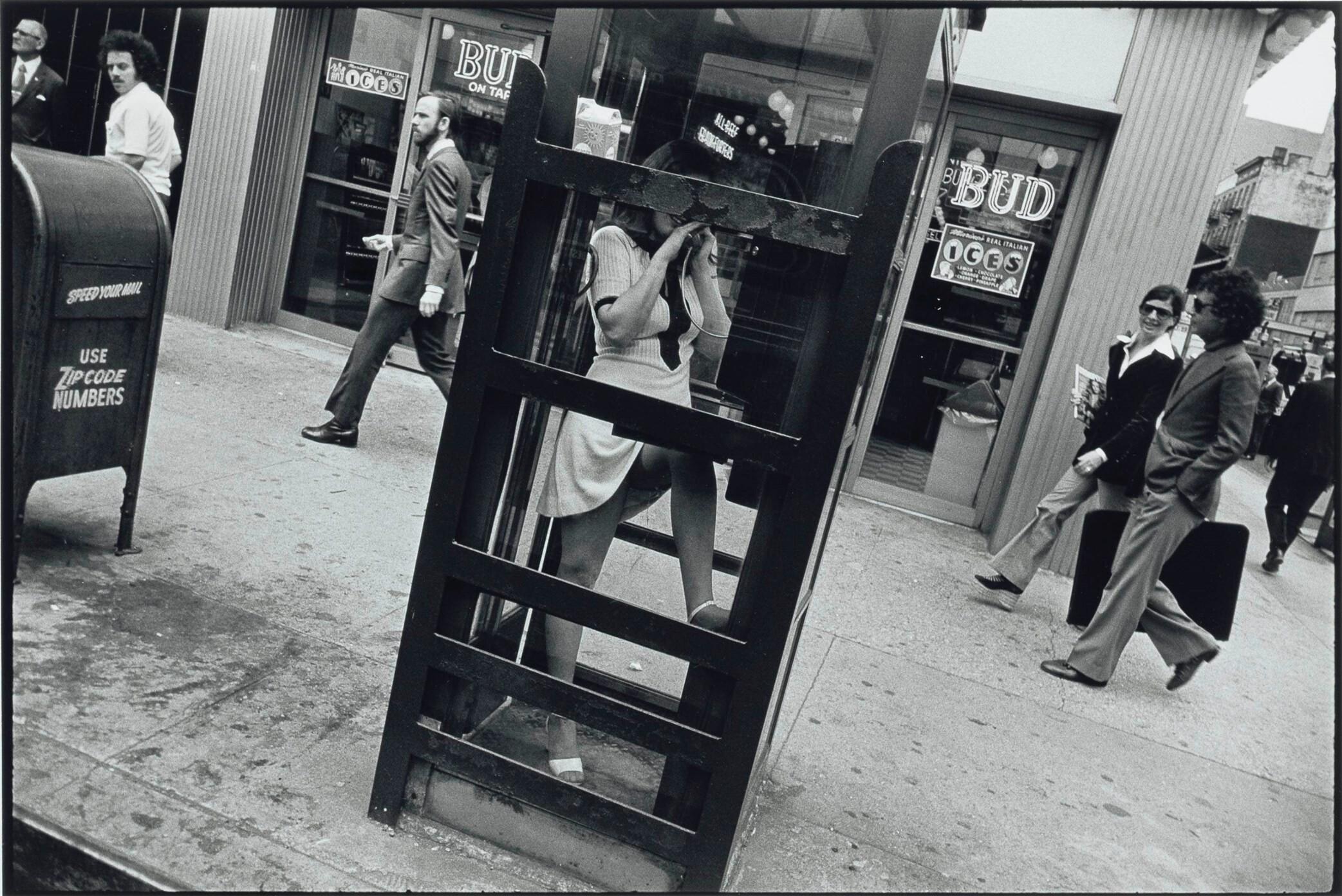 Из серии «Женщины прекрасны», Нью-Йорк, 1972. Фотограф Гарри Виногранд
