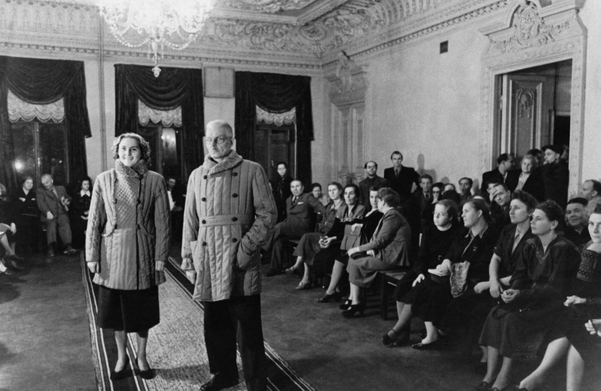 Новые модели телогреек, 1953. Фотограф Хухлаев Валентин Константинович