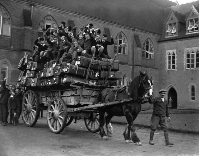 Каникулы начались. Колледж Ардингли, Великобритания, 1926
