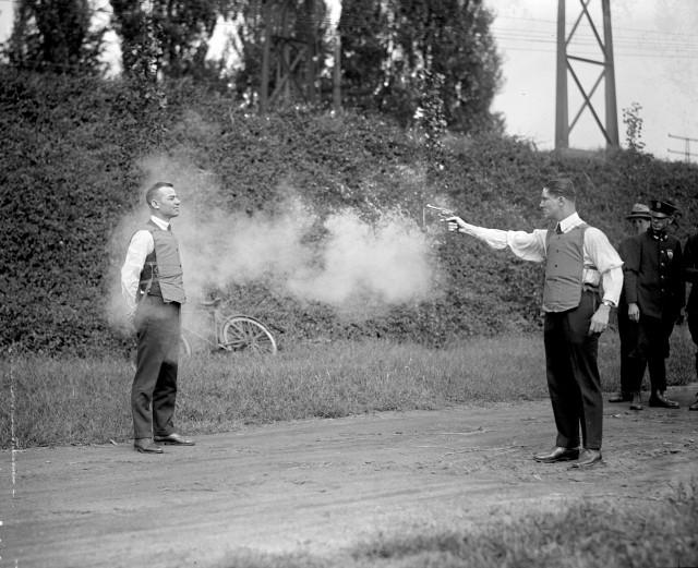 Испытание бронежилета, Вашингтон, 1923 год