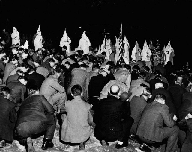 Обряд посвящения в ряды ку-клукс-клана, 1946