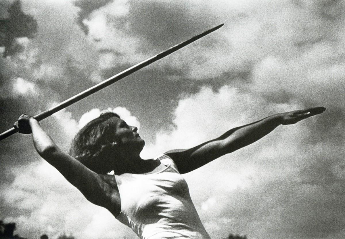 Метание копья (1933). Фотограф Иван Шагин