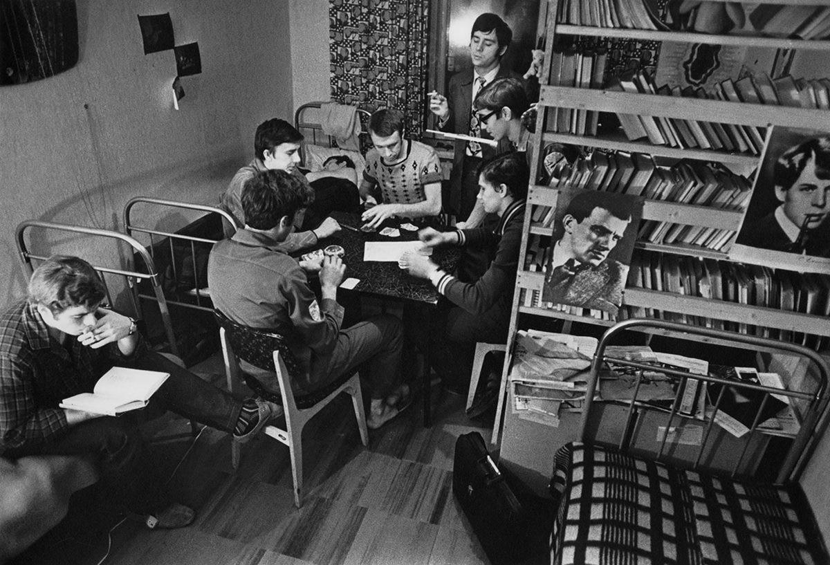 В студенческом общежитии МГУ, ок. 1963. Фотограф Владимир Лагранж