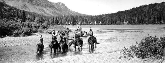 «Черноногие» индейцы в национальном парке Глейшер, ок. 1914