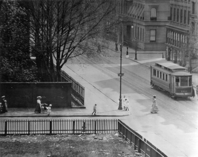 Воскресный полдень, вид из окна, Мэдисон-авеню, Нью-Йорк, 1901. Фотограф Альфред Стиглиц