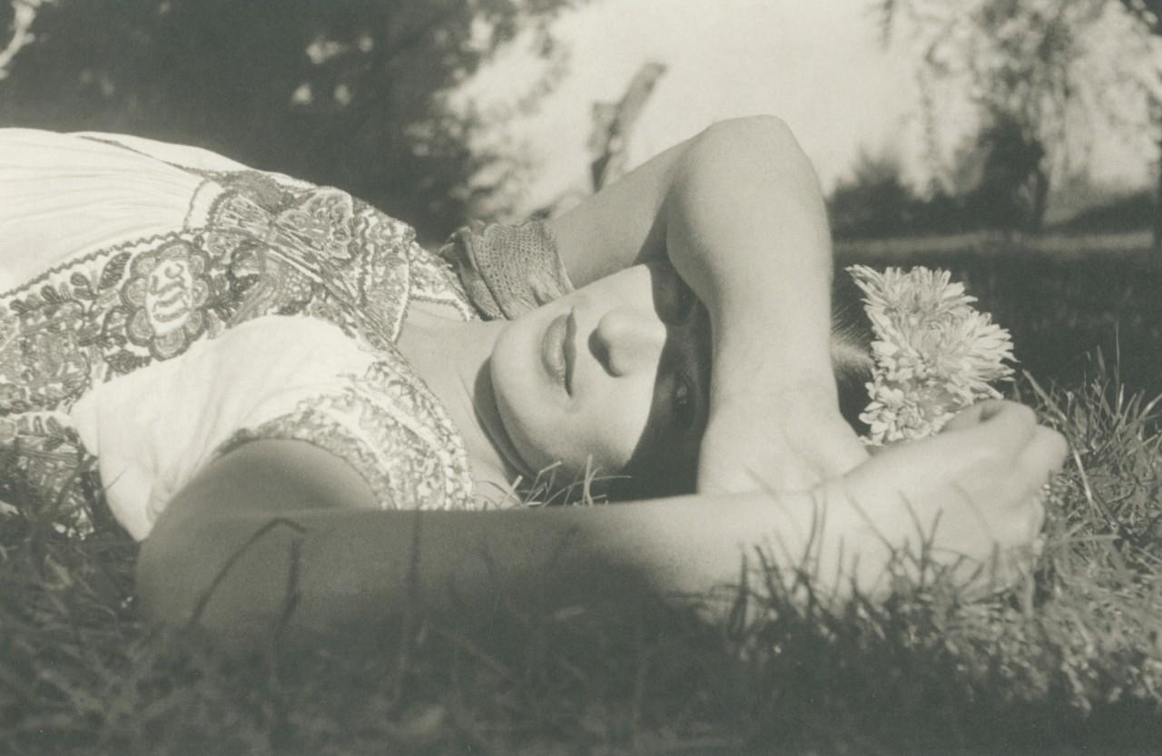 Фрида Кало, Сочимилько, Мехико, 1941. Фотограф Лео Матиз