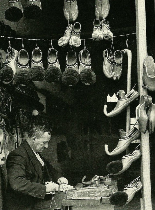 Обувная мастерская, Греция, 1956