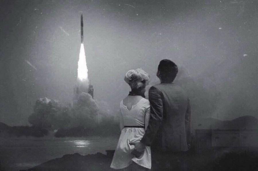 Пара наблюдает за запуском космического корабля «Аполлон-8», 1968 год