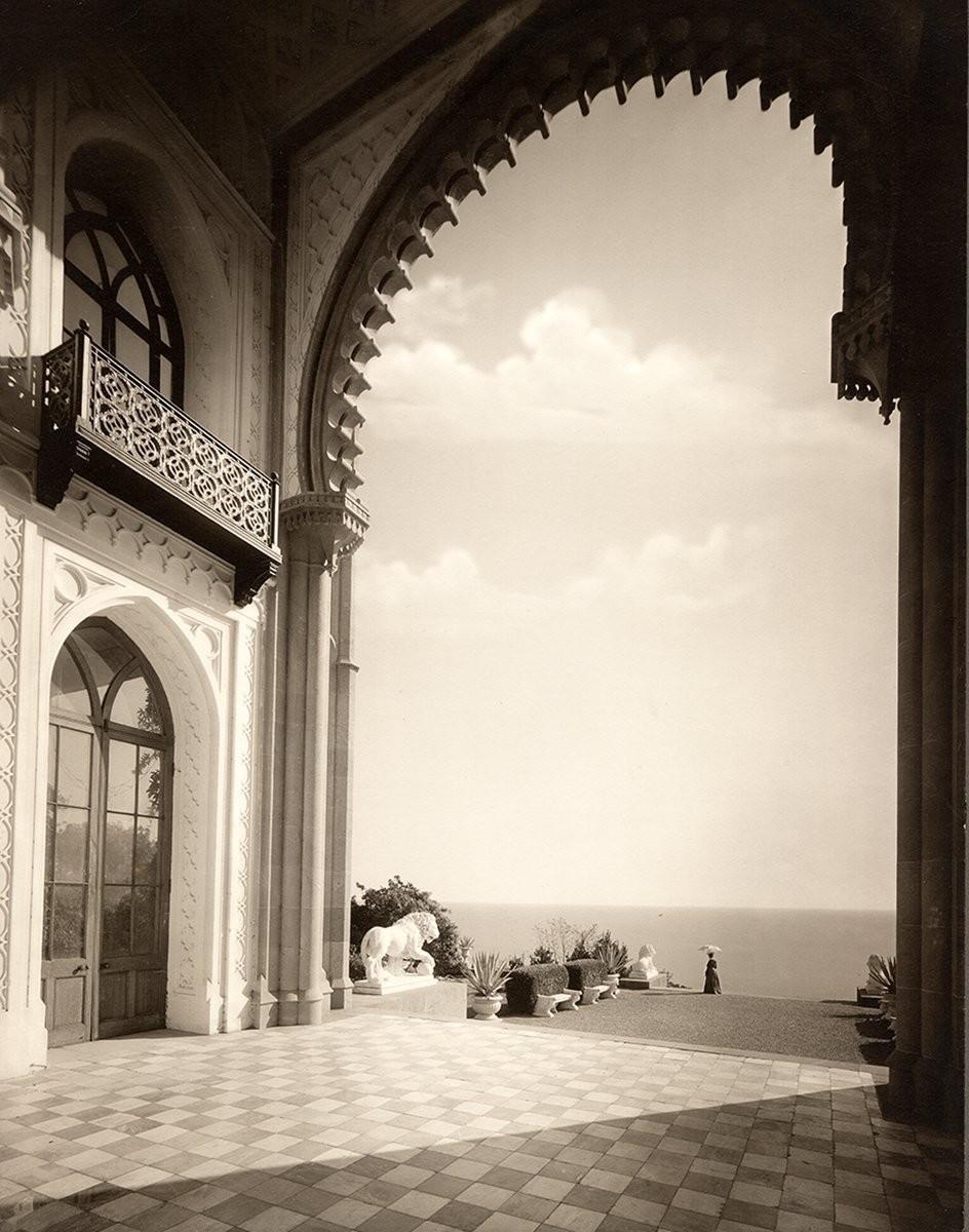 Вид из Альгамбры, Алупка, Крым, ок. 1908. Фотограф Василий Сокорнов