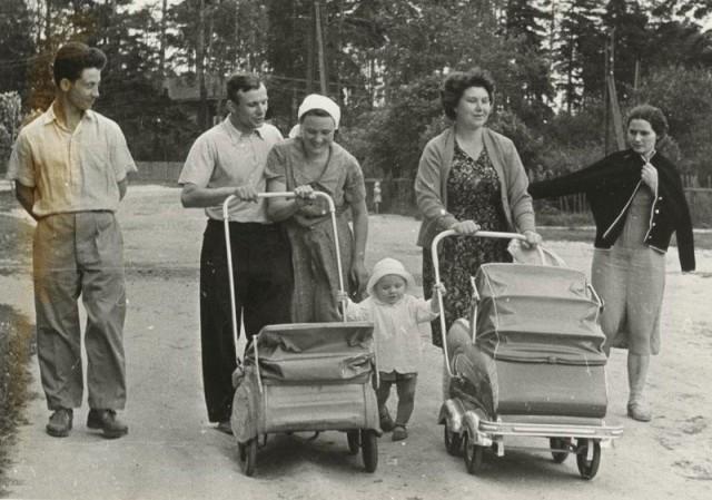 Юрий Гагарин с семьёй в Подмосковье