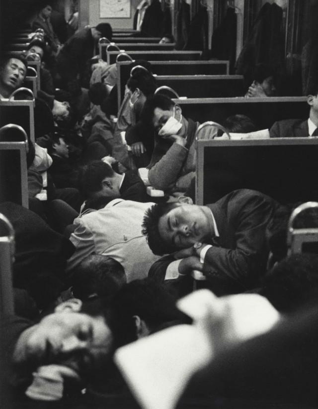 Утренний поезд в Японии, 1964. Фотограф Николя Бувье (Nicolas Bouvier)