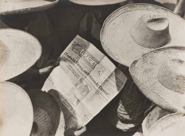 Мексиканские селяне читают газету «Эль Мачете», 1929. Фотограф Тина Модотти