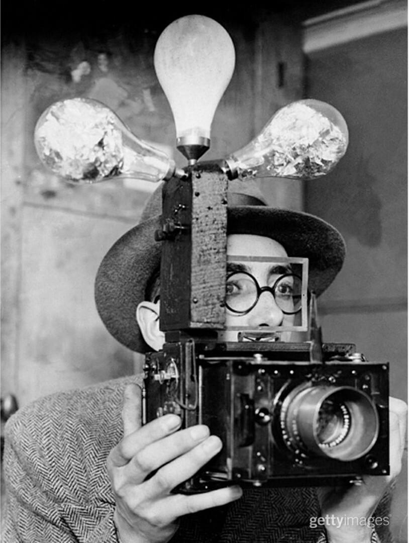 Фотоаппарат с фотовспышками, 1931 год