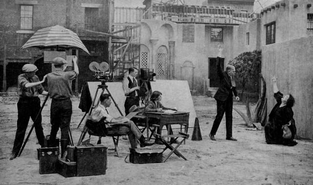 «Свет, камера, мотор». Съёмка фильма на заднем дворе киностудии в Голливуде, 1920-е