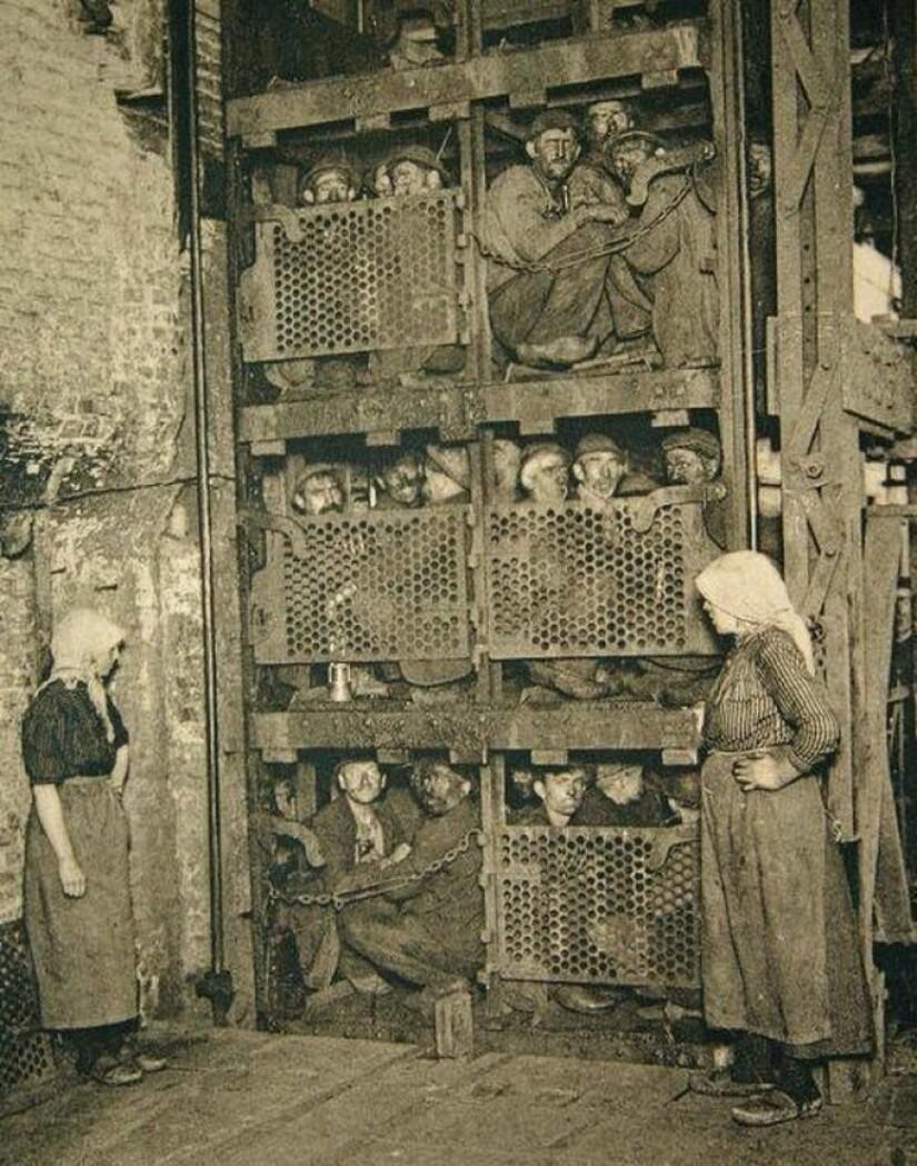 Конец рабочего дня, ирландские угольщики поднимаются из шахты в Бельгии, 1900 год