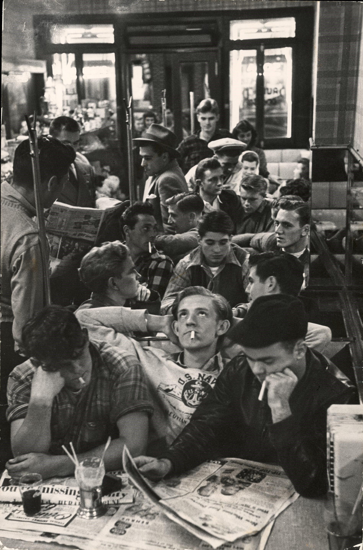 Безработные военнослужащие, Лонг-Айленд, 1946. Фотограф Леонард Маккомб