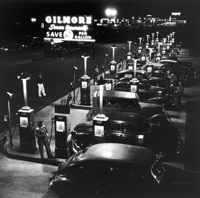Заправочная станция «Гилмор», 1948. Фотограф Аллан Грант