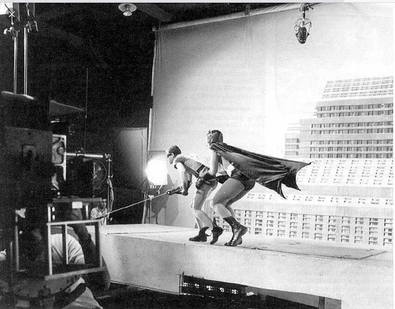 Бэтмен и Робин карабкаются на небоскрёб. Съёмки «Бэтмена», 1966