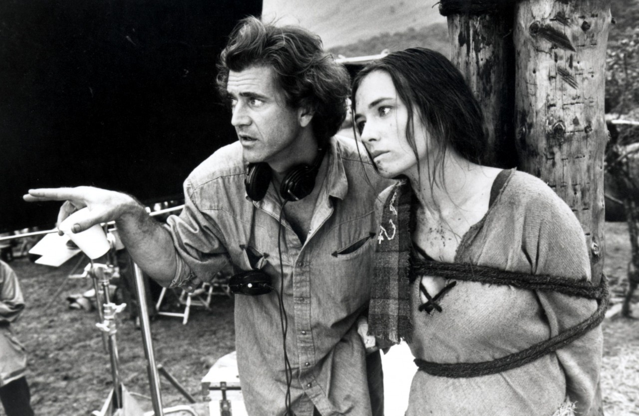 Мел Гибсон наставляет Софи Марсо в «Храбром сердце», 1995