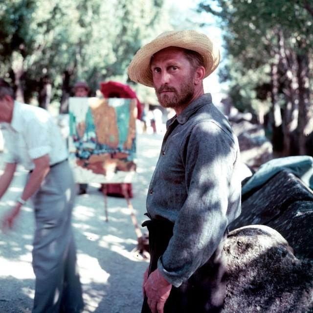 Кирк Дуглас в образе Винсента Ван Гога на съёмках фильма «Жажда жизни» в Арле, 1956. Фотограф Фрэнк Шершель
