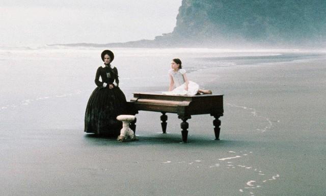 Сцена на пляже в Новой Зеландии из фильма «Пианино» режиссёра-сценаристки Джейн Кэмпион