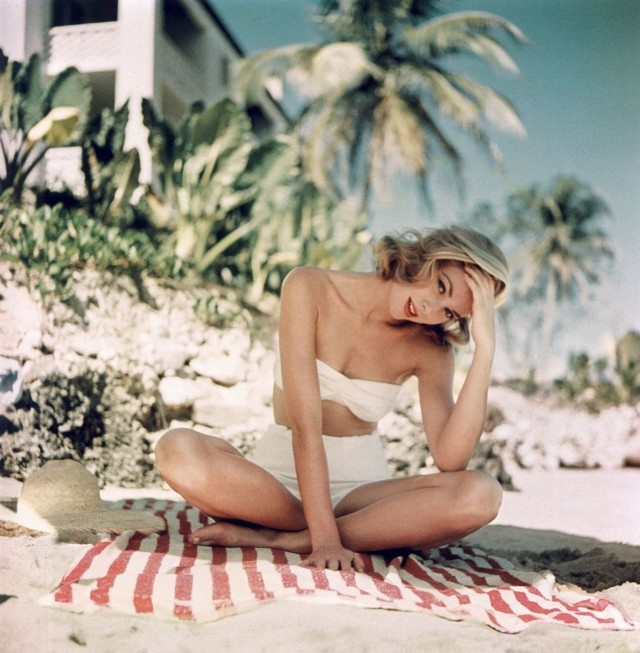 Грейс Келли на пляже Ямайки, 1955