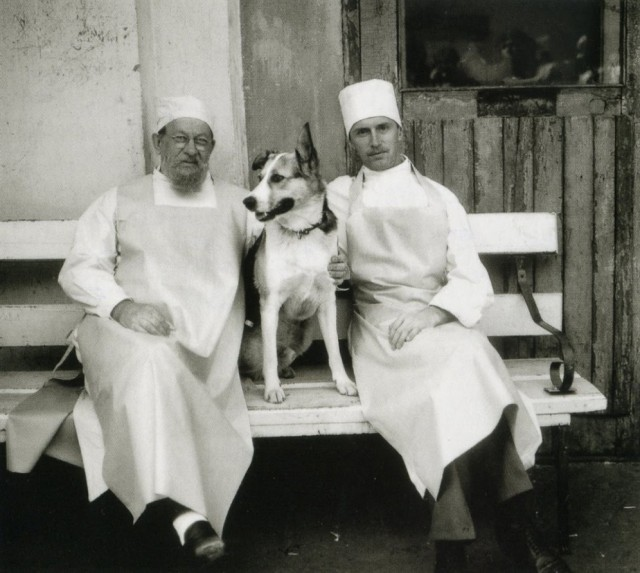 Евгений Евстигнеев, пёс Карай и Борис Плотников на съёмках фильма «Собачье сердце», Ленинград, 1987