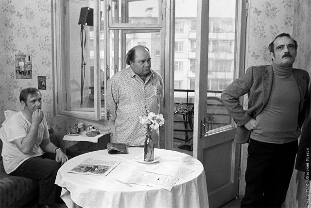 Леонид Куравлёв, Евгений Леонов и Георгий Данелия на съёмках фильма «Афоня». Ярославль, 1974