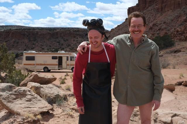 Брайан Крэнстон и Аарон Пол на съёмках сериала «Во все тяжкие», премьера которого состоялась в январе 2008 года