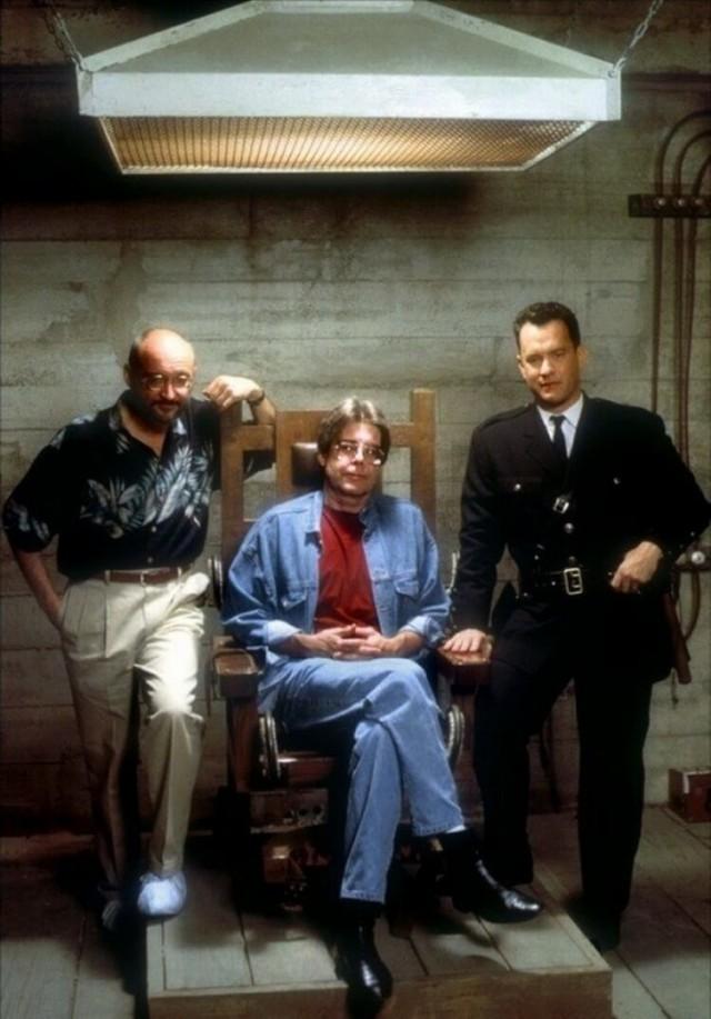 Режиссёр Фрэнк Дарабонт, Стивен Кинг и Том Хэнкс на съёмках фильма «Зелёная миля», 1999