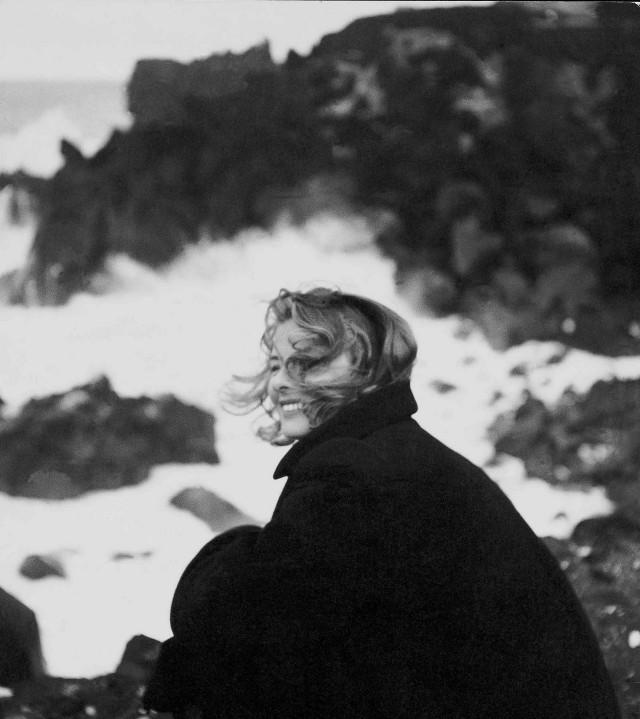 Ингрид Бергман на съёмках фильма Роберто Росселлини «Стромболи, земля Божья», 1949