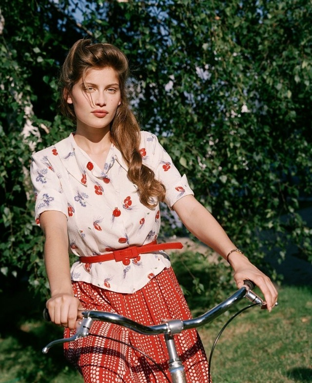 Летиция Каста на съёмках мини–сериала «Голубой велосипед», 2000. Фотограф Марианна Розенштиль
