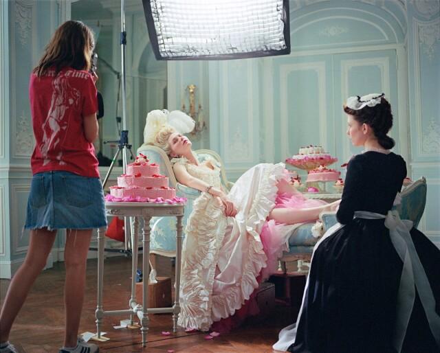 София Коппола и Кирстен Данст на съёмках фильма «Мария-Антуанетта», 2006